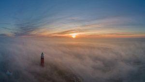 Vuurtoren Eierland - Texel - in prachtige mist  van Texel360Fotografie Richard Heerschap