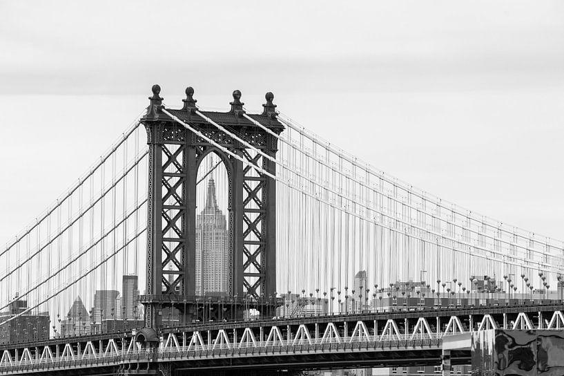 Manhattan Bridge, New York, with the Empire State Building on background van Carlos Charlez