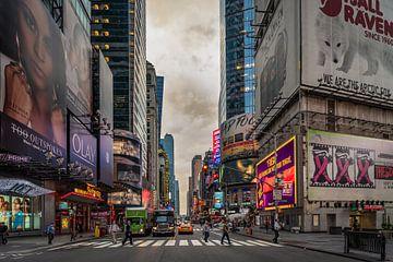 Daybreak 42nd street/Broadway van Bart Hendrix