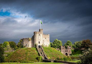 Castle Cardiff, gegen einen drohenden Himmel, Wales von Rietje Bulthuis