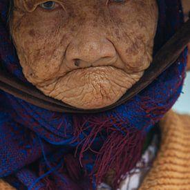Portretfoto van een oude dame met staar, Vietnam van Henk Meijer Photography