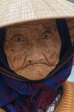 Porträt einer alten Frau mit Katarakt, Vietnam