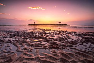 Tempel in de zee Bali Sanur zonsopgang van Fotos by Jan Wehnert