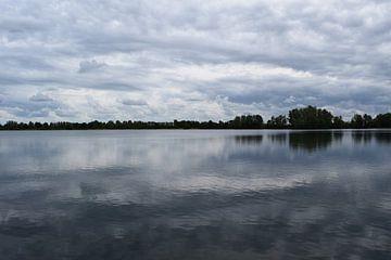 """""""reflectie van wolken in water"""" van Pascal Engelbarts"""