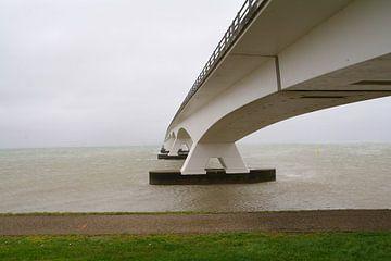 Le pont de sable de mer sur tiny brok