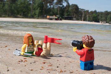 Lars maakt foto van zandkasteel van Ilze de Meer
