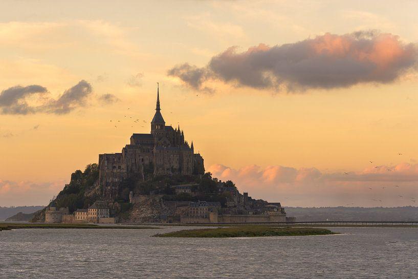 Mont St-Michel tijdens zonsondergang van Jos Pannekoek