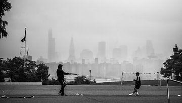 Voetbaltraining met Manhattan in de achtergrond van Rutger van Loo