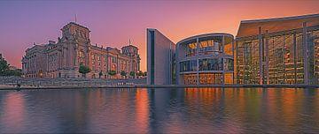 Panorama eines Sonnenuntergangs am Reichstagsgebäude von Henk Meijer Photography