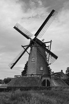 Mill Nooit Gedacht  bei Cadzand in schwarz-weiß von Rob Pols