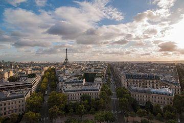Frankreich, schöner Panoramablick von Paris und der Eiffelturm im Abendlicht von Michel Geluk