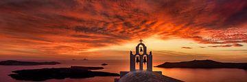 Rot leuchtender Sonnenuntergang über dem Meer in Griechenland. von Fine Art Fotografie
