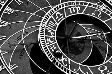 Astronomische Uhr in Prag, Tschechische Republik, Schwarz-Weiß-Foto von Carolina Reina