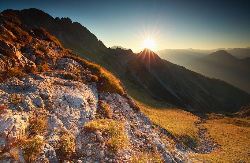 sunrise in rocky Alps van Olha Rohulya