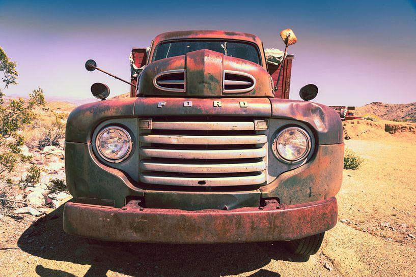 Oude Ford auto van Inge van den Brande
