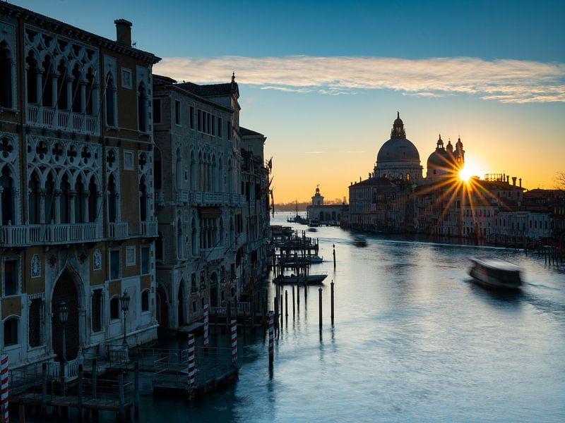 Sonnenaufgang an der Maria della Salute (Venedig) von Andreas Müller
