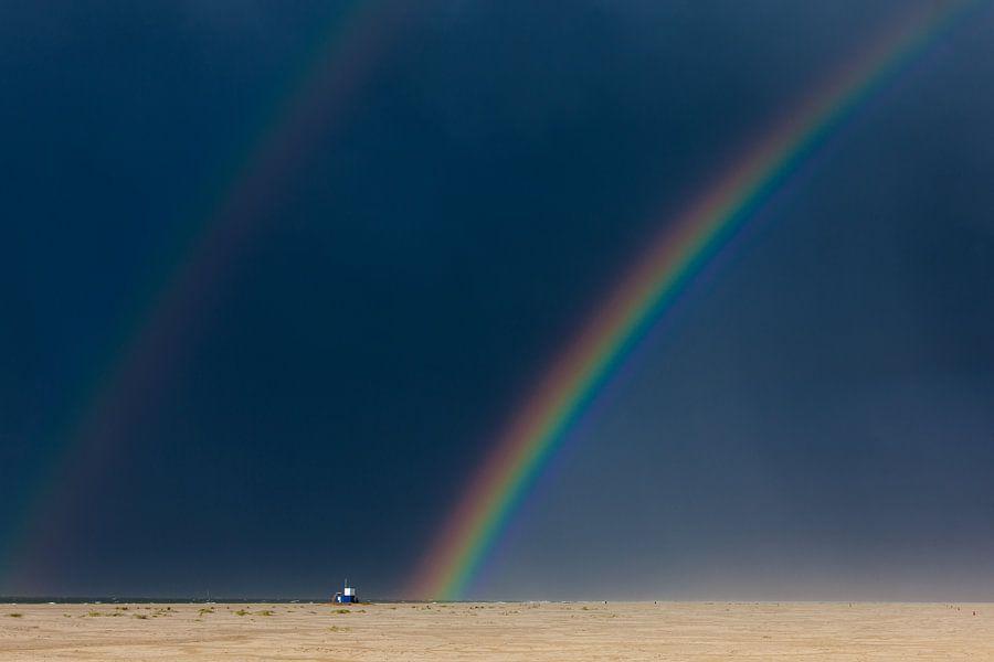 Dubbele regenboog boven strand Terschelling