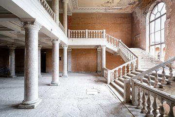 Grand escalier abandonné. sur Roman Robroek