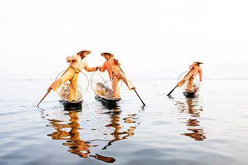 Vissers op het Inle meer van Antwan Janssen