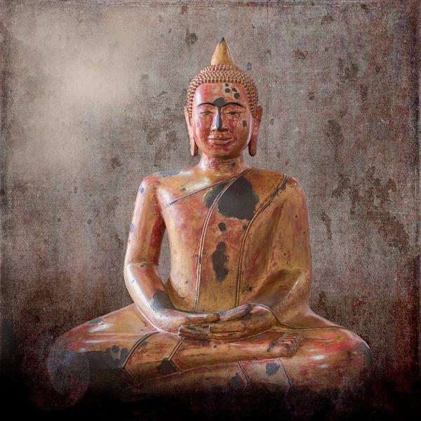 Houten Boeddhabeeld, Cambodja van Rietje Bulthuis