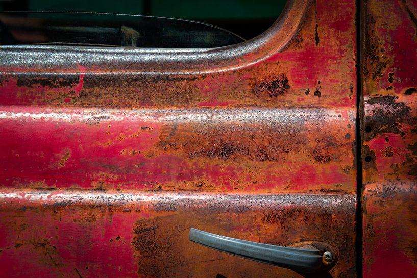 Vieille porte rouillée d'un pick-up sur Jan van Dasler