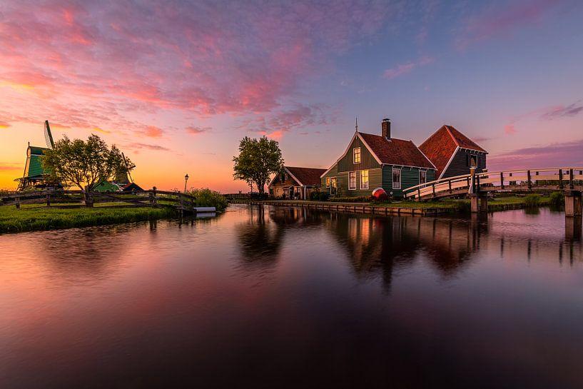 Yet another sunset in Zaanse Schans von Costas Ganasos