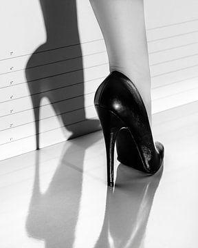 her elegance & killer instinct van Robert Molenaar