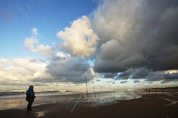 visser op het strand von Dirk van Egmond