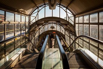 Station de Den Bosch auvents nostalgiques originaux au-dessus des plates-formes sur Eugene Winthagen