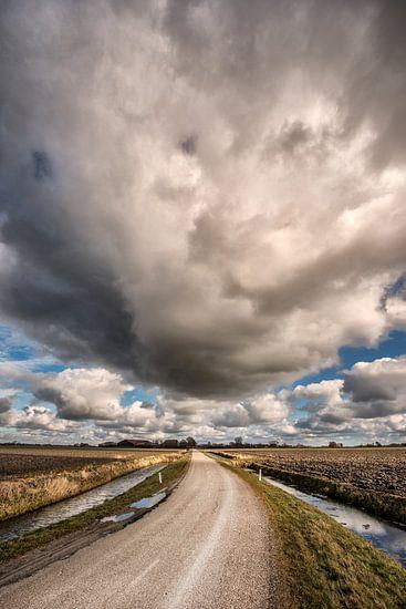 Een wolk op het Friese platteland