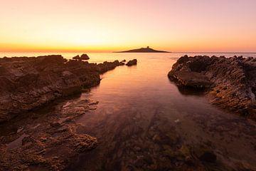 Die ferne Insel bei Sonnenuntergang von Fabrizio Micciche