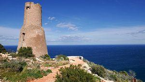 Le phare antique Torre del Gerro sur la côte près de Denia