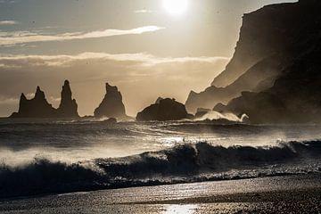 Sonnenuntergang an den Reynisdrangar Seastacks von Henry Oude Egberink