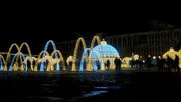 Weihnachtliche beleuchtete Dekoration auf dem Domplatz von Magdeburg von Heiko Kueverling