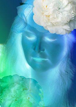 portret in blauw, meditatie. van