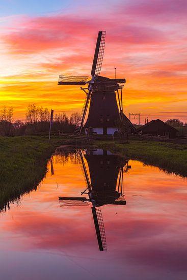 Reflectie windmolen de Onrust van Sander Hupkes
