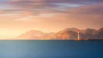 Zonsopgang over de baai van Cannes van Yannick Lefevre