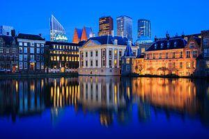 Skyline van Den Haag tijdens het Blauwe Uur
