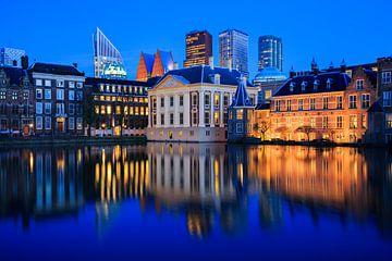Horizon de La Haye au crépuscule pendant l'heure bleue sur iPics Photography