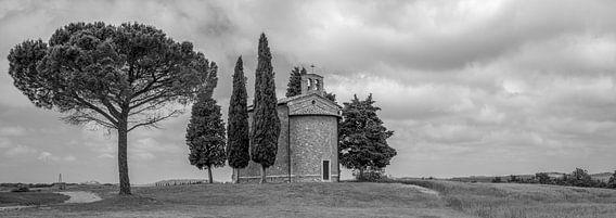 Monochrome Tuscany in 6x17 format, Cappella Madonna di Vitaleta II van Teun Ruijters
