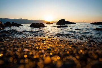 Zonsopgang op het Ligurische strand van Leo Schindzielorz