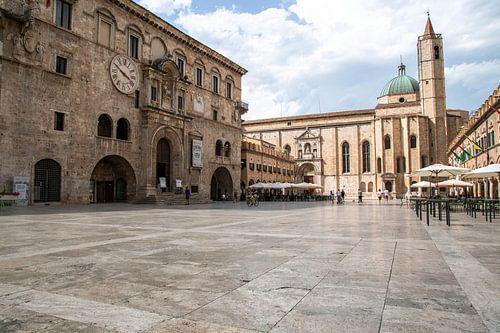 Italienischer Dorfplatz, Ascoli Piceno