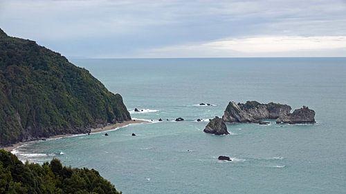 Knights point rotsen in de Tasmanzee, Nieuw Zeeland van