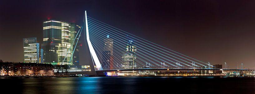 Panorama Erasmusbrug en de Rotterdam van Anton de Zeeuw