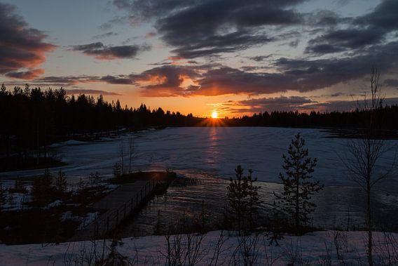 Zonsondergang in Fins Lapland van Irene Hoekstra
