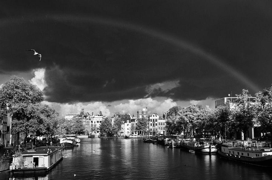 Regenboog over de Amstel