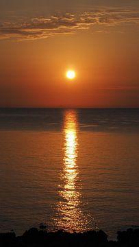 Sonnenuntergang am Meer, romantisch van Edeltraut K. Schlichting