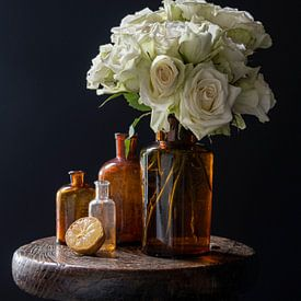 Stilleven met witte rozen en citroen van Affect Fotografie