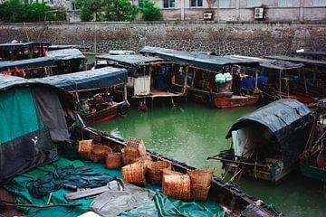 Bootjes in de haven van Beihai von André van Bel