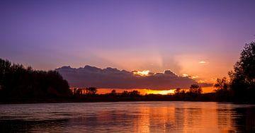 Zonsondergang aan de Maas van byFeelingz